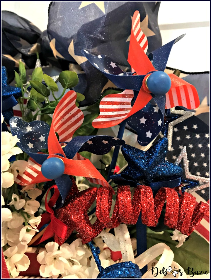 July-4th-patriots-table-wreath-pinwheels