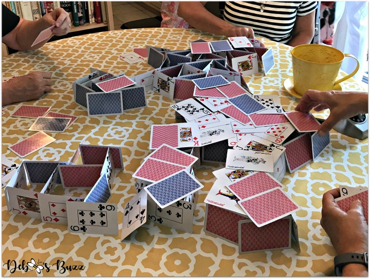 alice-in-wonderland-games-house-of-cards-table
