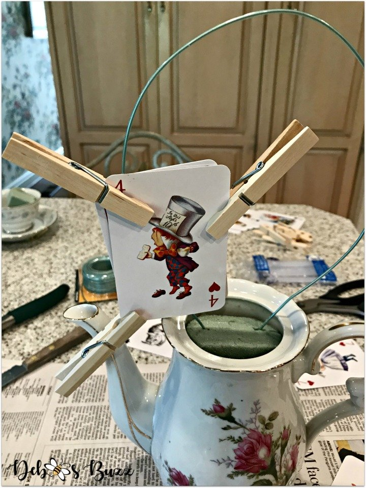 alice-in-wonderland-teapot-centerpiece-clothespins