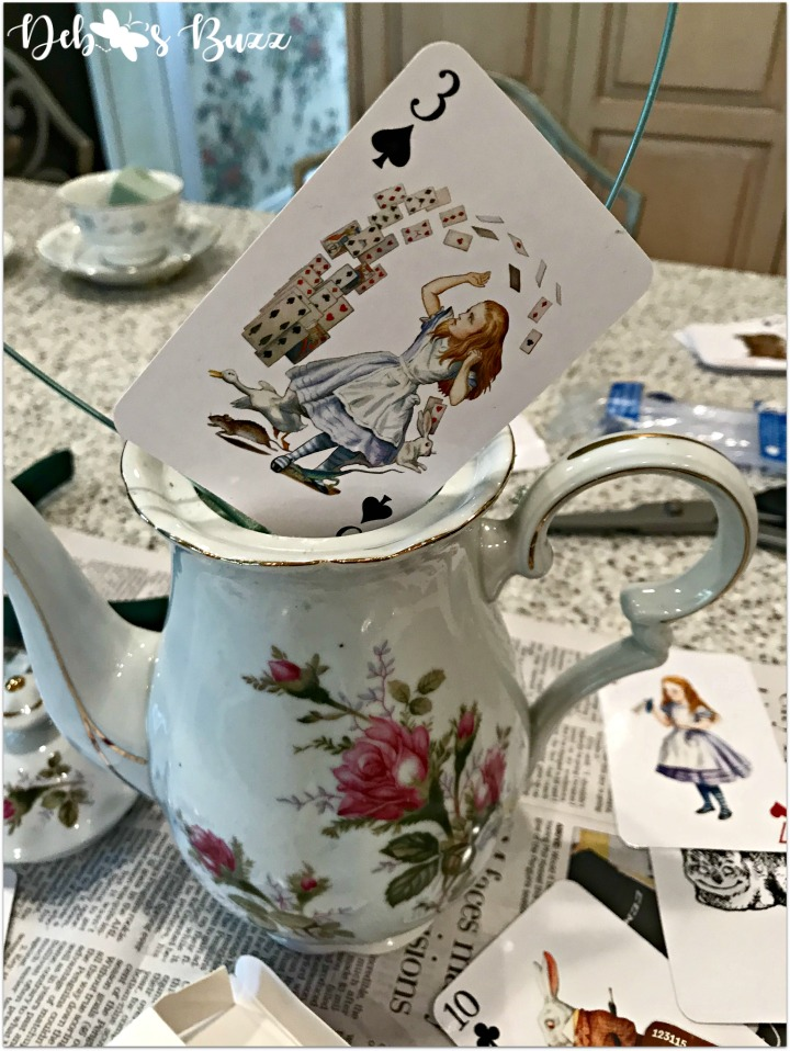 alice-in-wonderland-teapot-centerpiece-exploding-card-deck