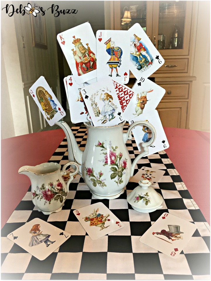 alice-in-wonderland-teapot-centerpiece-front
