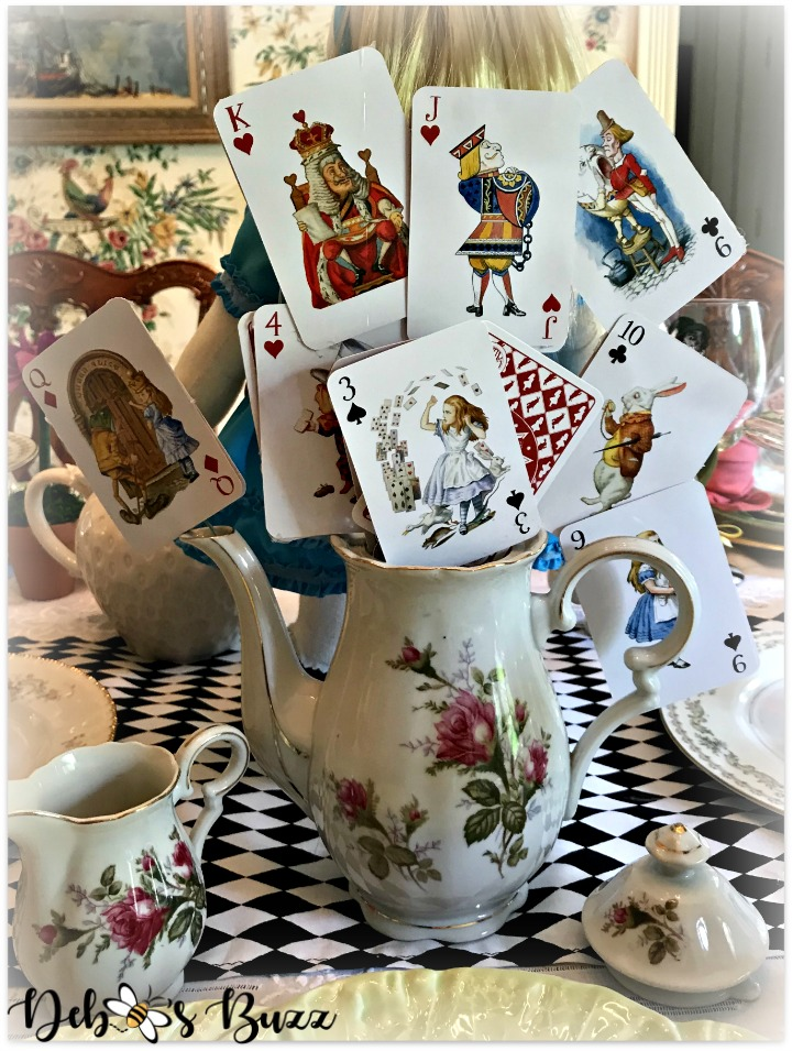 alice-in-wonderland-teapot-centerpiece-tablescape