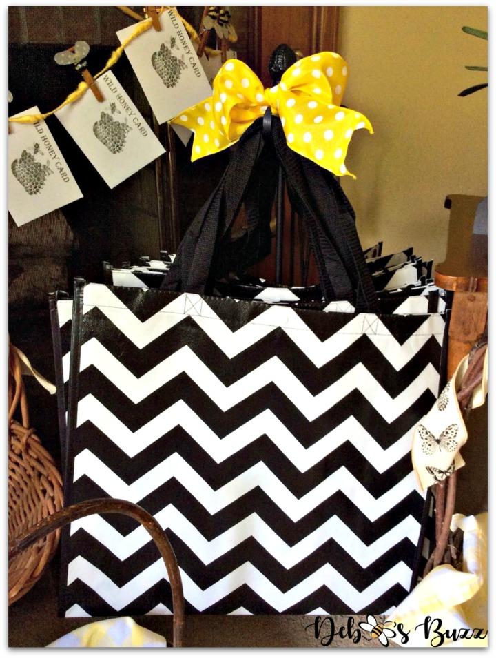 bee-party-favors-chevron-shopping-bag