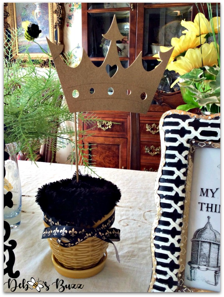 bee-party-gifts-crown-topiary