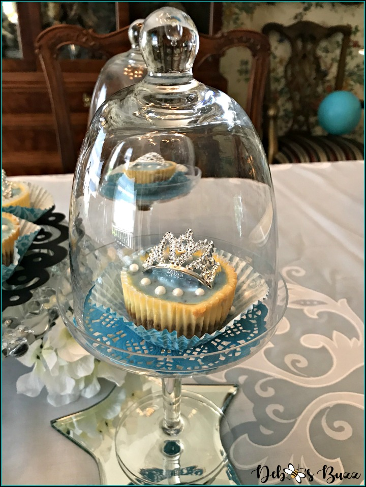 breakfast-at-tiffany's-theme-brunch-cupcake-stand