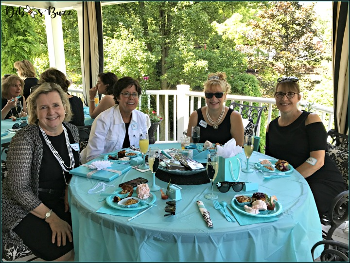 breakfast-at-tiffany's-theme-brunch-round-table
