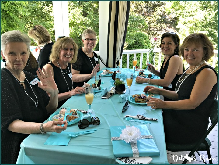 breakfast-at-tiffany's-theme-brunch-table-group