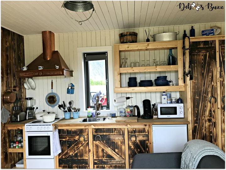 iceland-trip-day-one-horse-kitchen