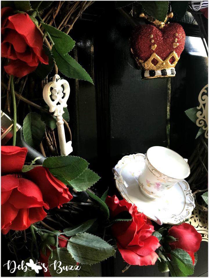 Alice-in-wonderland-grapevine-wreath-key