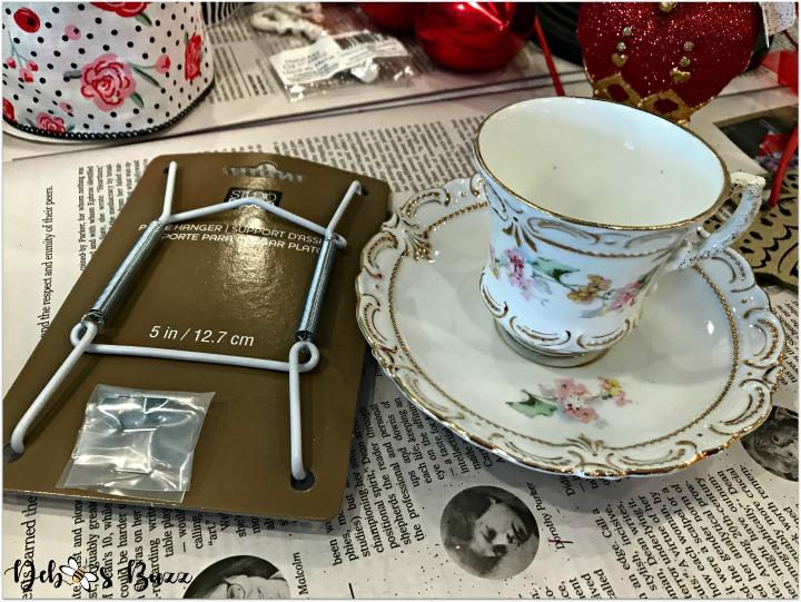 Alice-in-wonderland-grapevine-wreath-plate-holder