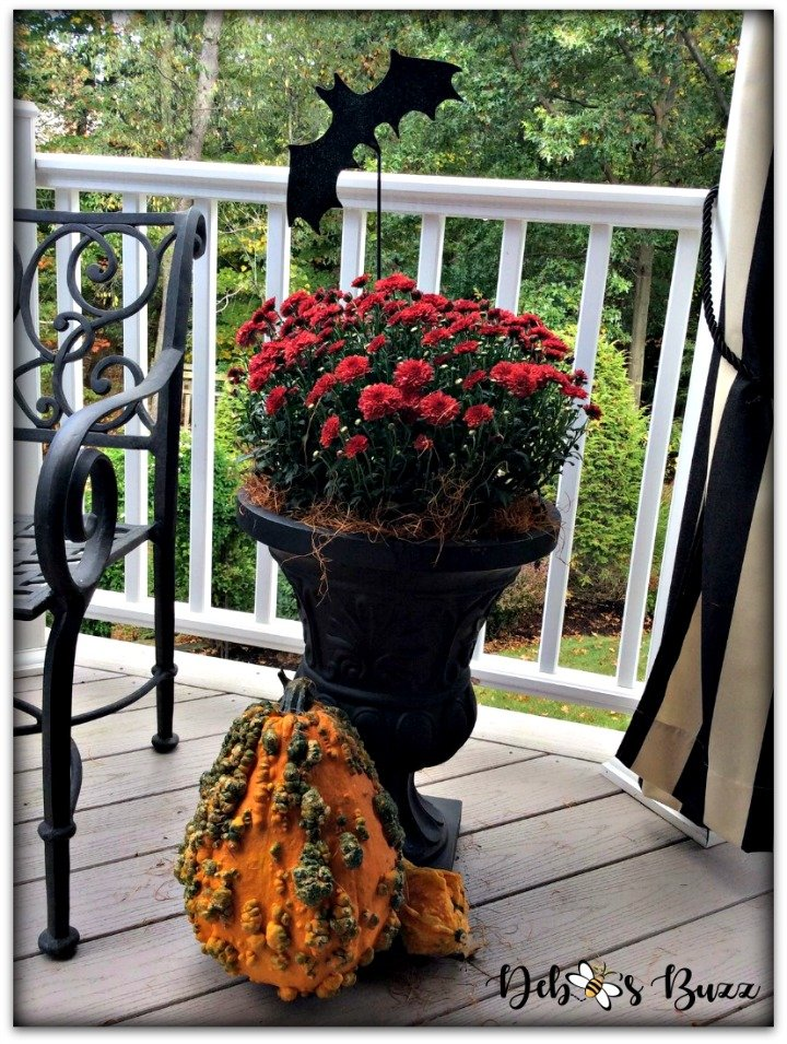 Halloween-decor-home-tour-outdoor-urn