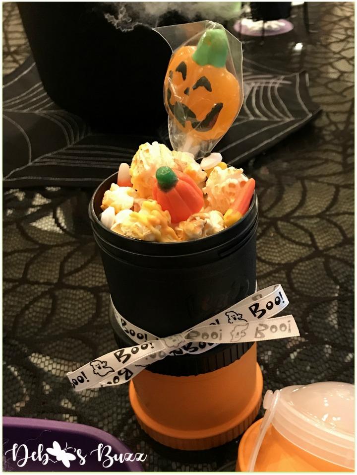 Halloween-green-ghost-family-game-night-pumpkin-lollipop