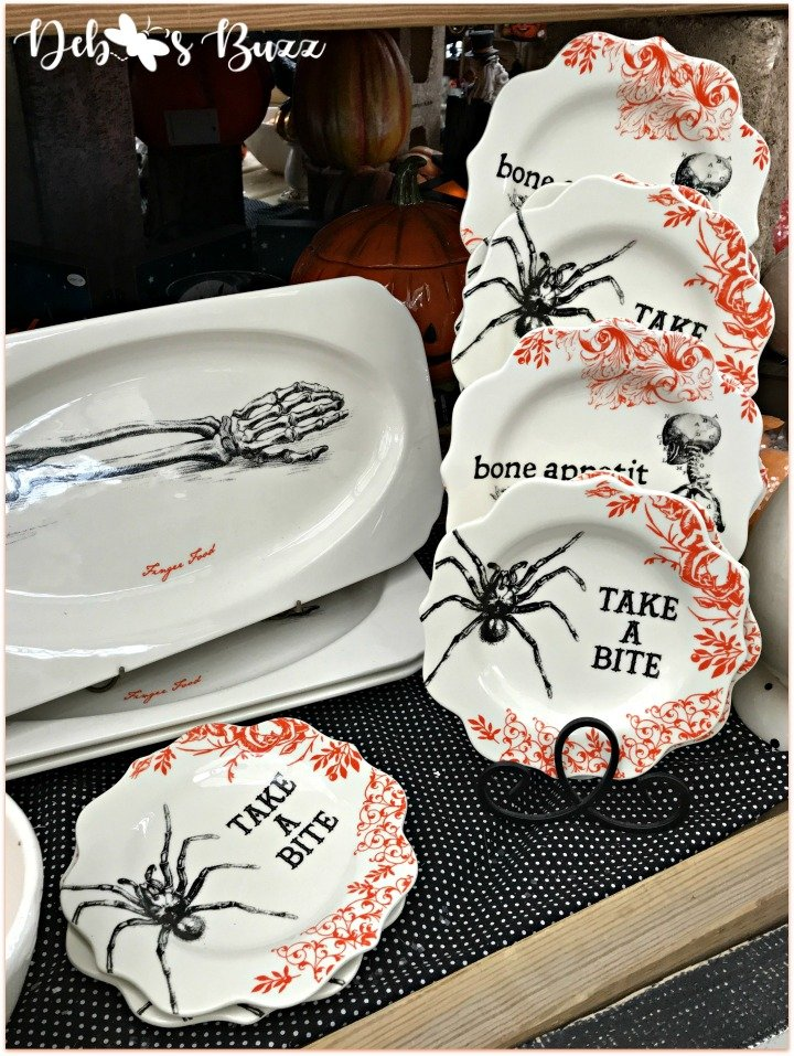 favorite-halloween-shop-trax-plates