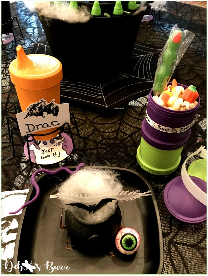 green-ghost-Halloween-game-night-replay-black-place-setting