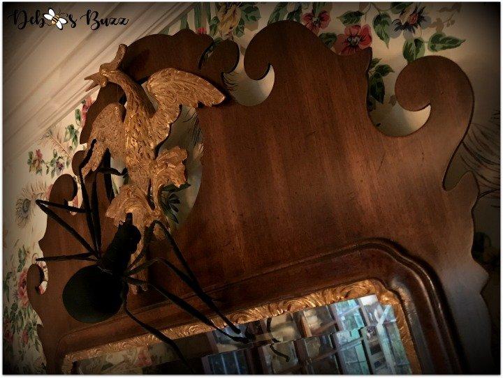 halloween-decor-home-tour-mirror-spider