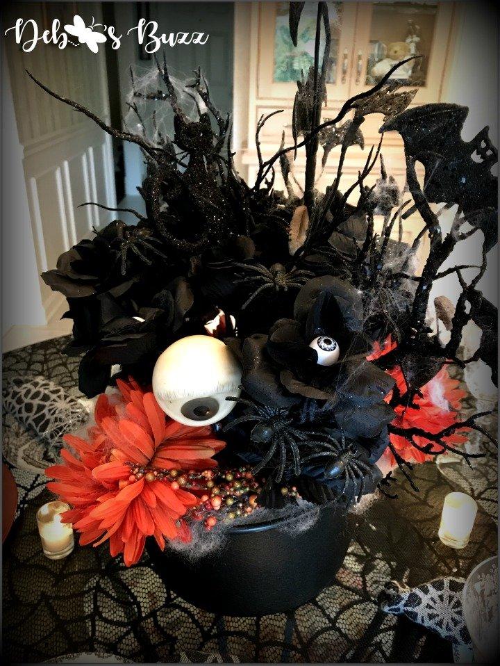 spooky-Halloween-tablescape-eye-newt-centerpiece