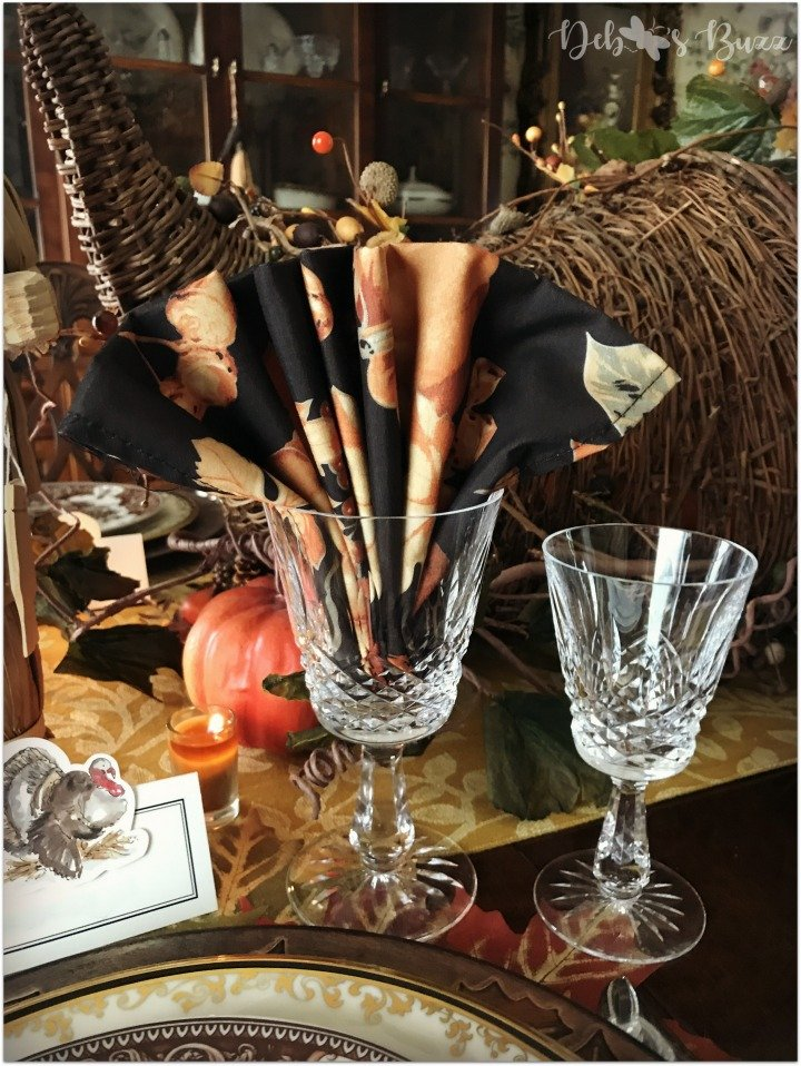 horn-of-plenty-Thanksgiving-fan-fold-napkin