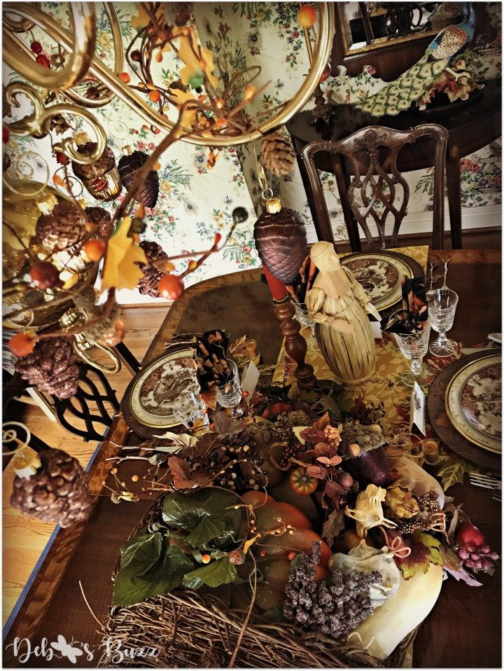 horn-of-plenty-Thanksgiving-table-chandelier-overhead