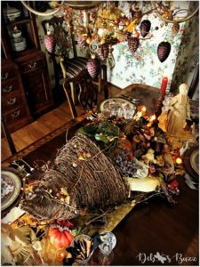 horn-of-plenty-Thanksgiving-table-chandelier-pinecones