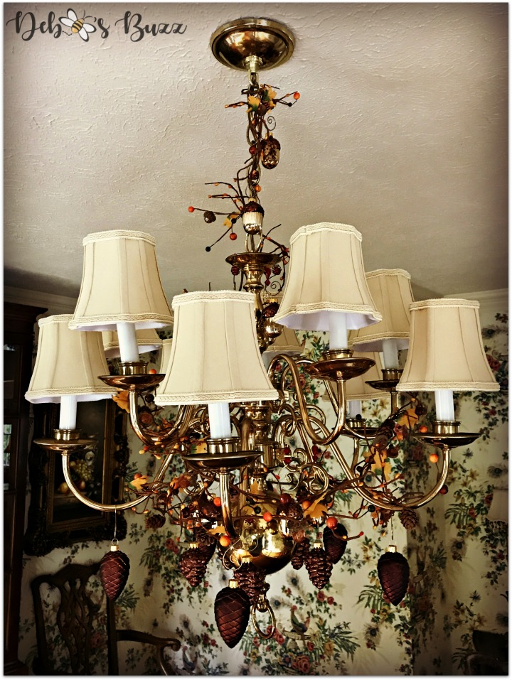 horn-of-plenty-Thanksgiving-table-decorated-fall-chandelier
