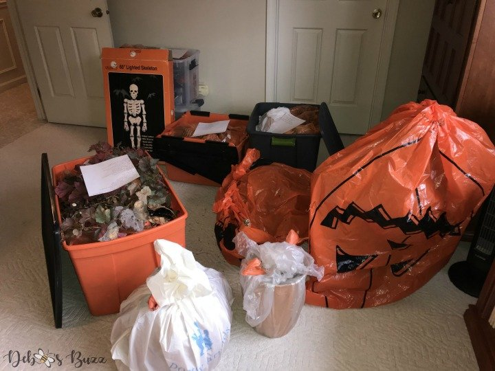 organize-pack-store-holiday-decorations-Halloween