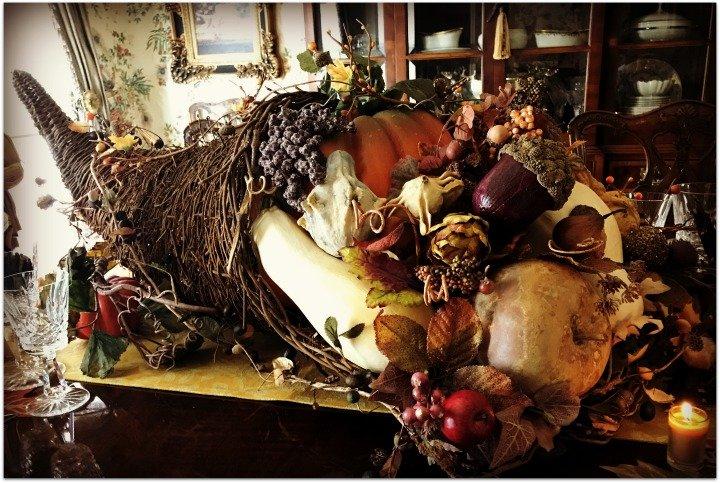 horn-of-plenty-Thanksgiving-table-cornucopia-centerpiece