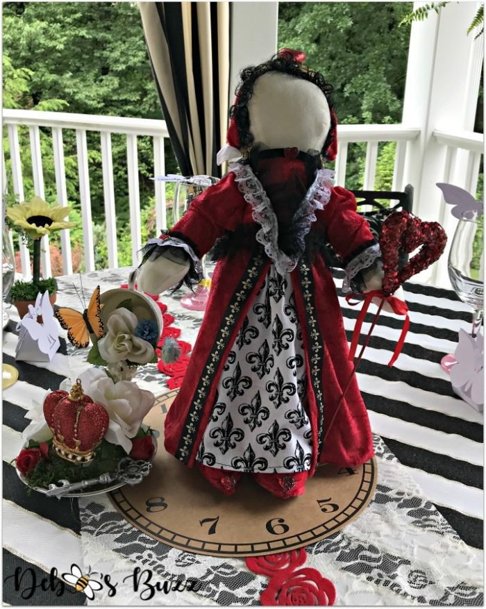 alice-in-wonderland-queen-of-hearts-doll-tablescape