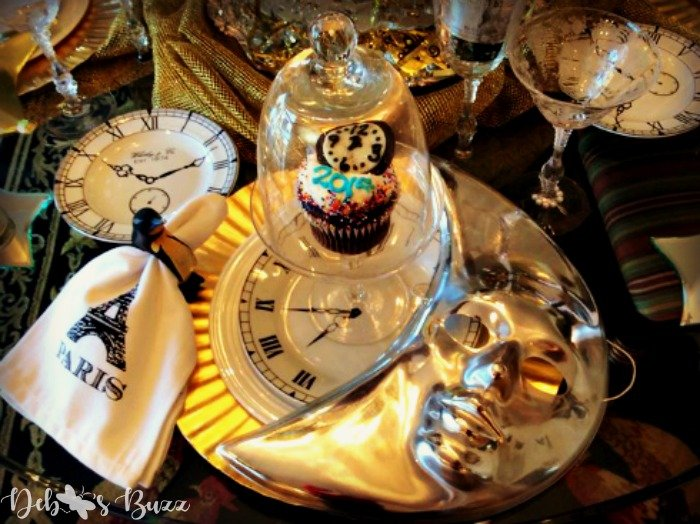 new-years-tablesetting-ideas-celestial-table-moon-mask-place-setting