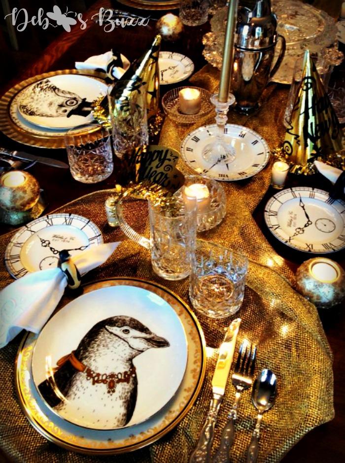 new-years-tablesetting-ideas-metallic-netting-table-runner