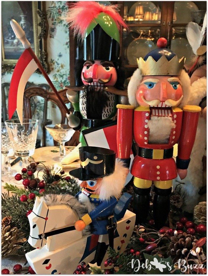 nutcracker-collection-centerpiece-Christmas-table-banner-shield