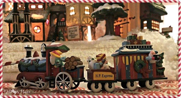 tour-north-pole-department-56-express-train-elves