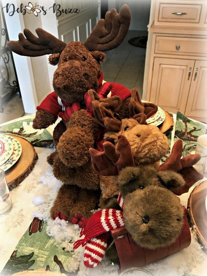 moose-centerpiece-toboggan-ride-tablescape-closeup