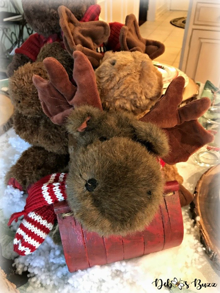 moose-centerpiece-toboggan-ride-tablescape-Mooski-Boyds