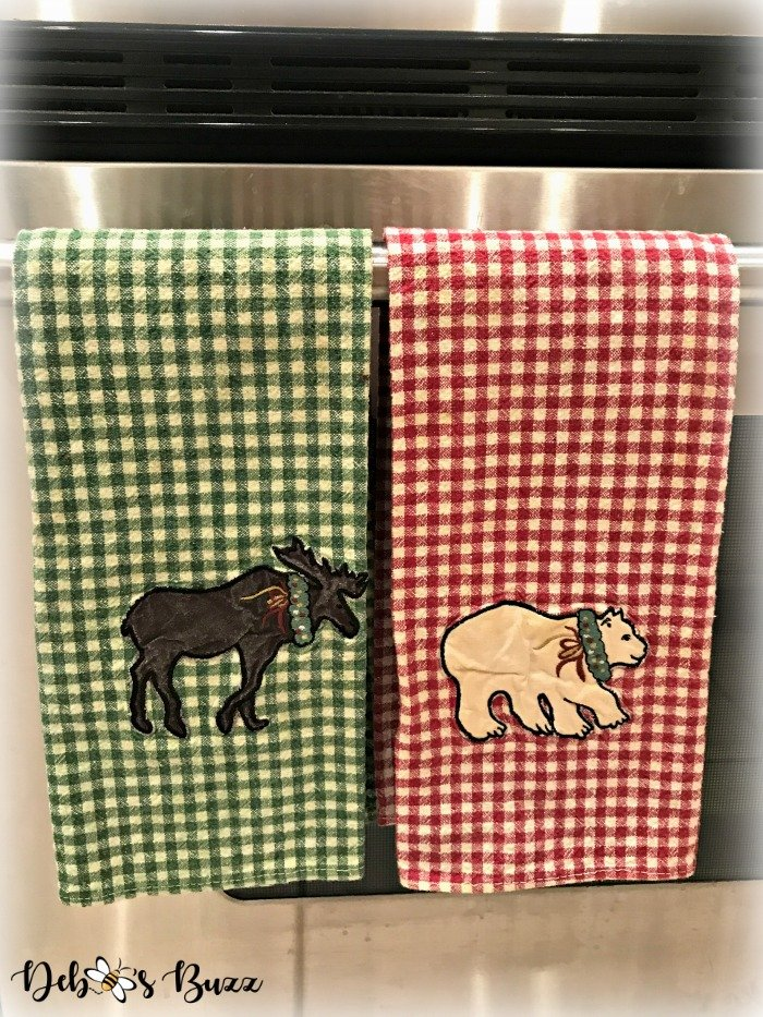 moose-centerpiece-toboggan-ride-tablescape-towels