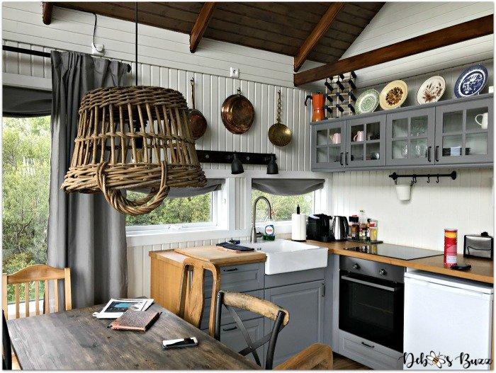 Exploring-Iceland-day7-Borgarnes-cabin-kitchen