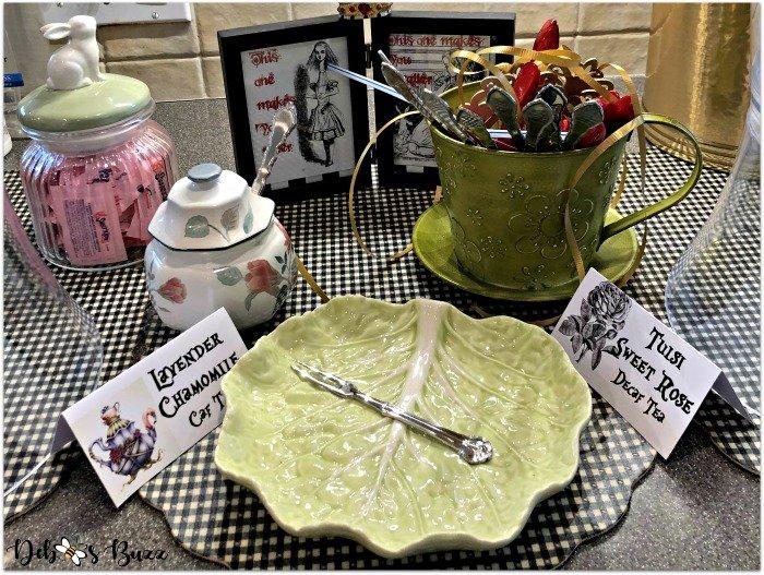 alice-in-wonderland-tea-party-menu-iced-tea-setup