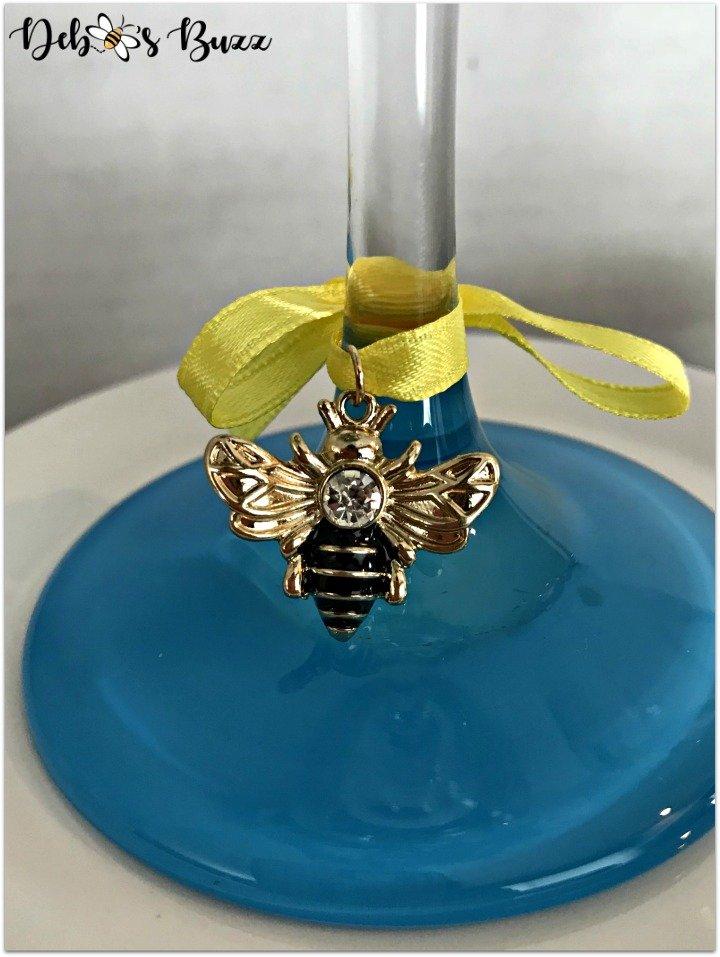 alice-in-wonderland-bee-charm