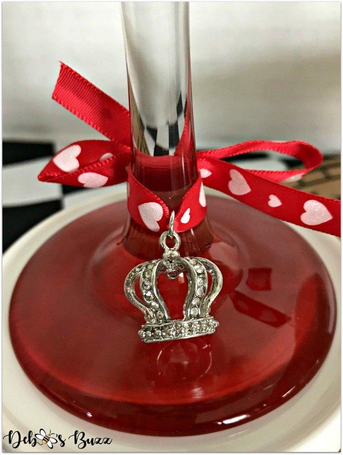 alice-in-wonderland-hand-painted-glasses-crown-charm
