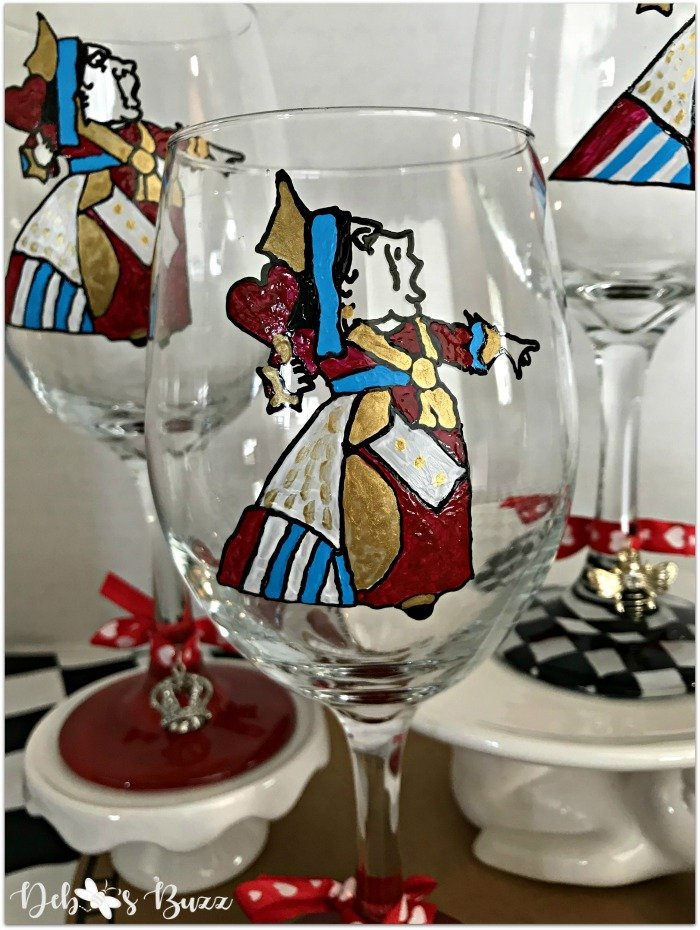 alice-in-wonderland-hand-painted-glasses-queen-of-hearts-closeup