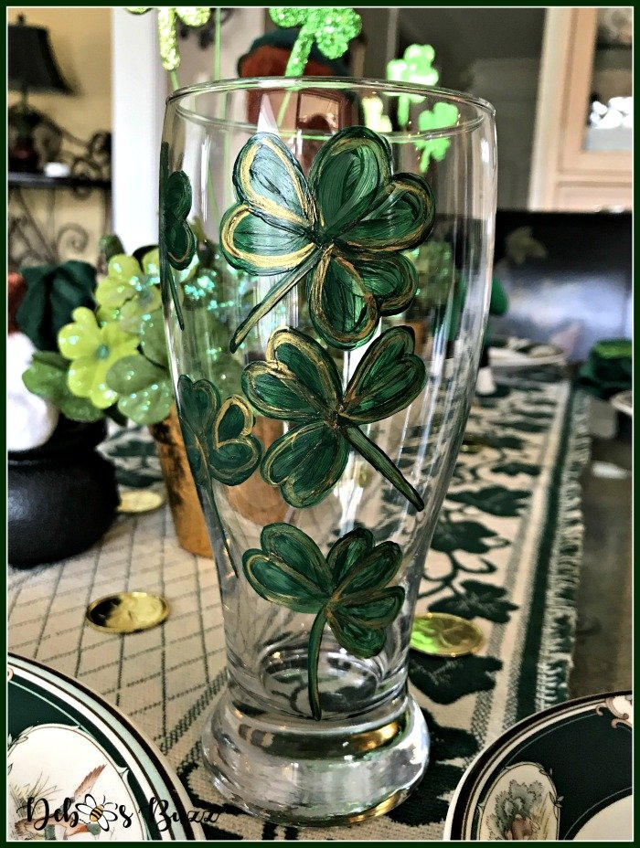 casual-st-patricks-day-table-hand-painted-shamrock-glass