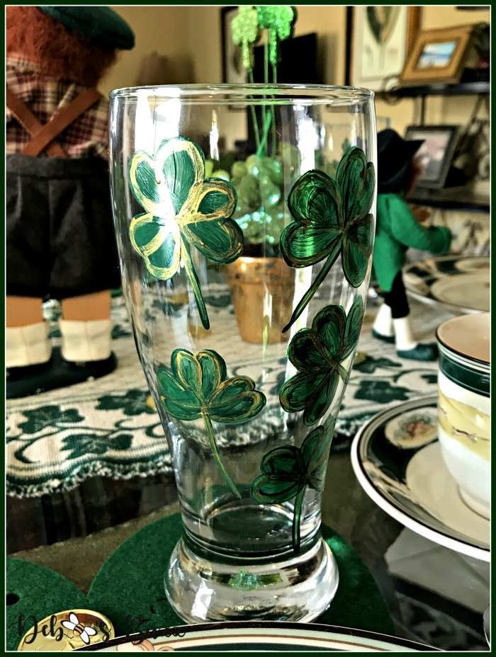 casual-st-patricks-day-table-shamrock-glass-hand-painted