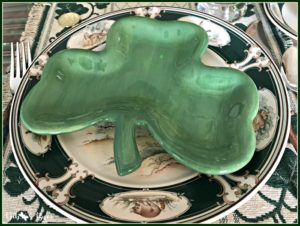 casual-st-patricks-day-table-shamrock-shape-plate