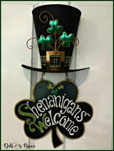 casual-st-patricks-day-table-shamrock-shenanigans-welcome-sign