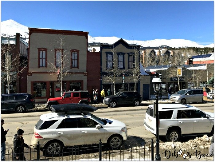 ski-trip-Breckenridge-Colorado-street-scene-mountains