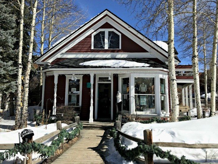 ski-trip-breckenridge-colorado-red-cottage-shop