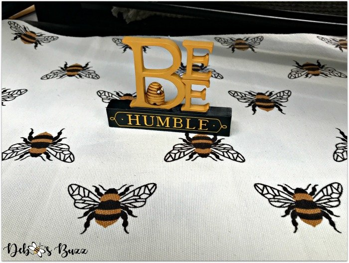 trax-farm-bee-humble-sign