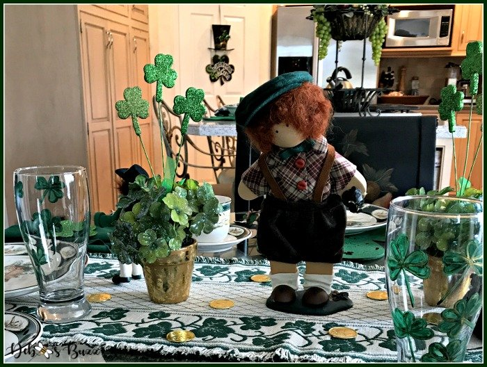 st-patricks-day-table-clover-pots