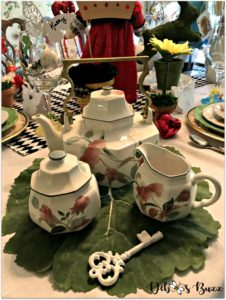 wonderland-teapot-set