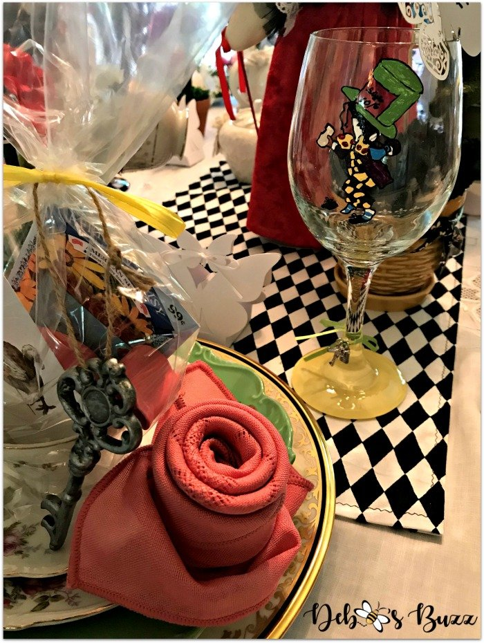 wonderland-tea-party-place-setting-mad-hatter-glass