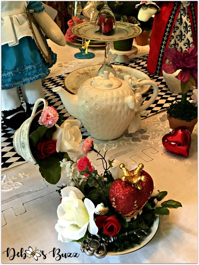 wonderland-tea-party-strawberry-teapot